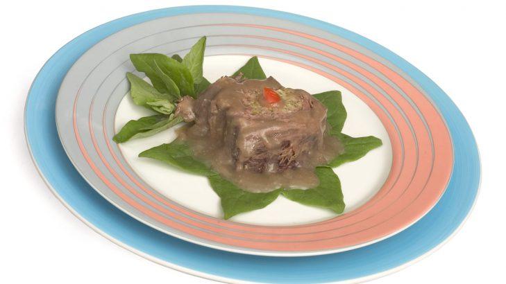 Foto de: Carne recheada com ricota e talos
