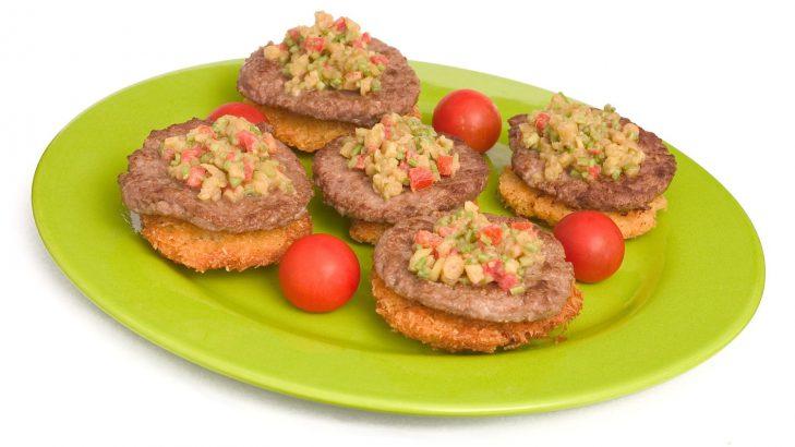 Foto de: Ninhos de batata com hambúrguer