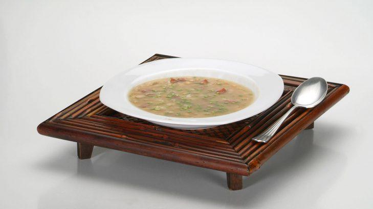 Foto de: Sopa de soja e talos de couve flor