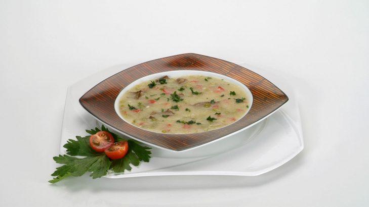 Foto de: Sopa de mandioca, ervilha seca e fígado