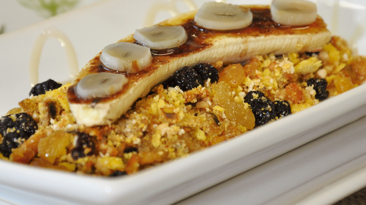 Foto de: Banana e alho assado com mel acompanhado de farofa especial