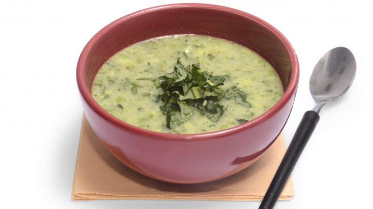Foto de: Sopa de cará com talos de brócolis