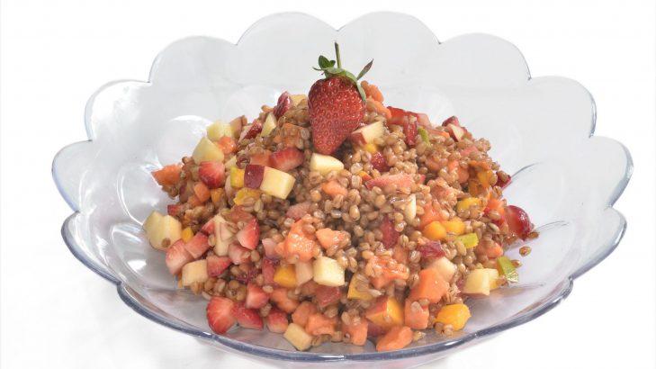 Foto de: Salada de frutas com cevadinha